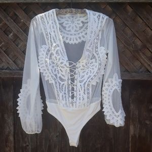 Fashion Nova size sm sheer Lace lace up bodysuit